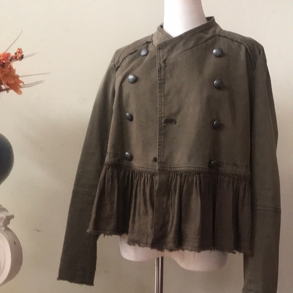 Free People Jackets & Blazers - FREE PEOPLE - army green jacket Small